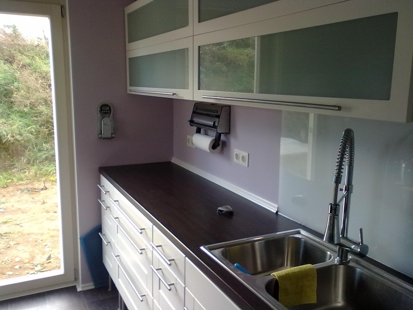 Glasplatten in Küche installiert